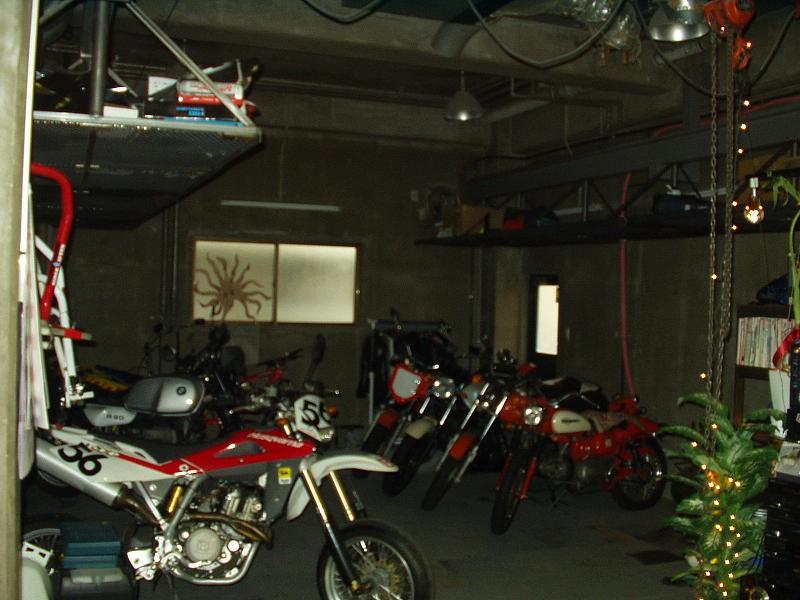 店内の貸しガレージ