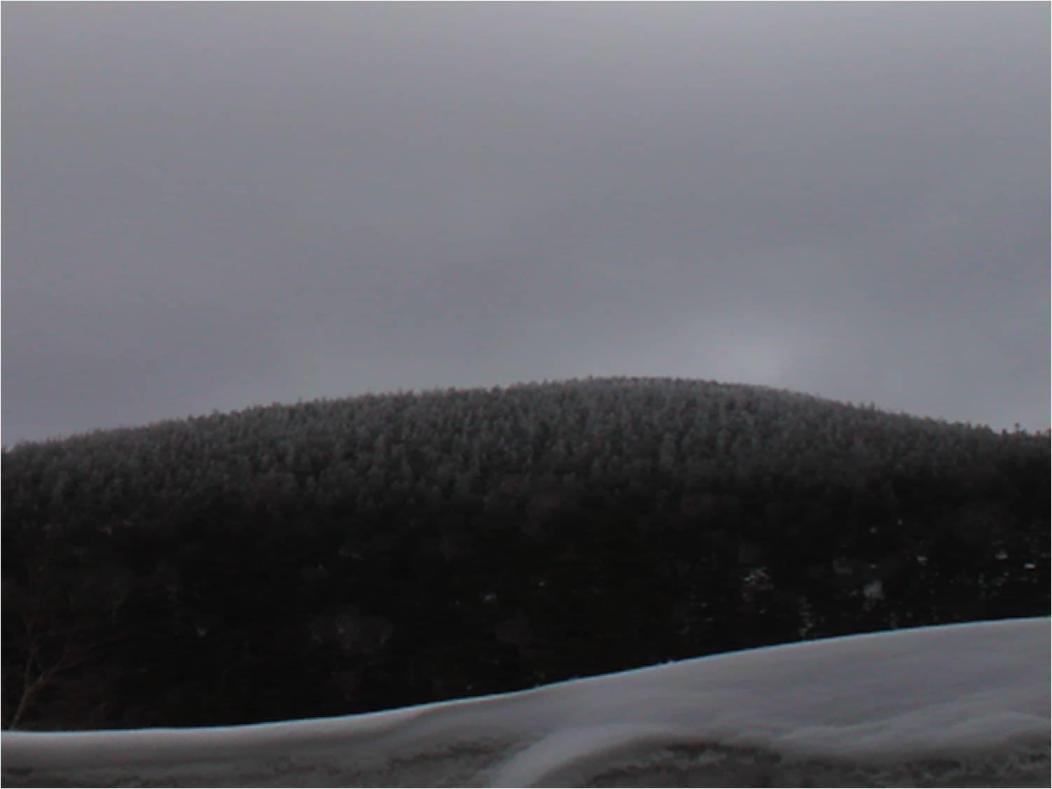 磐梯吾妻スカイライン(雪の壁の向う側)