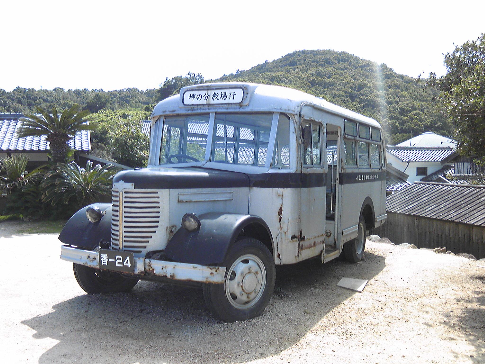 映画「二十四の瞳」のロケに使われたボンネットバス