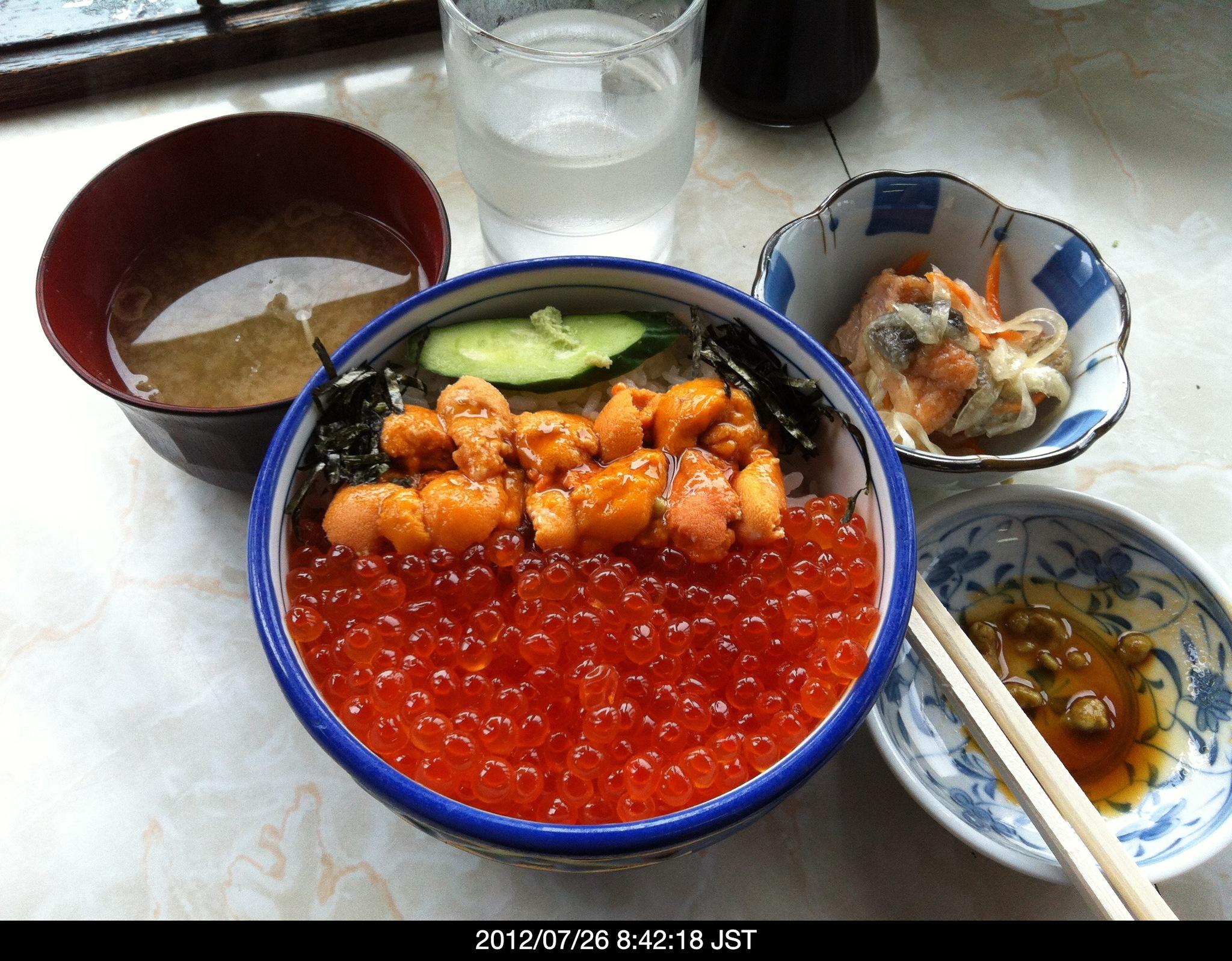 超豪華な朝飯『うにイクラ丼』2000円(汗)