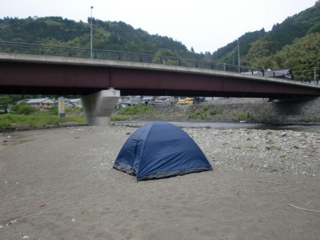 「キャンプ適地」ていうより、これは野宿ですね。2日目のキャンプ場