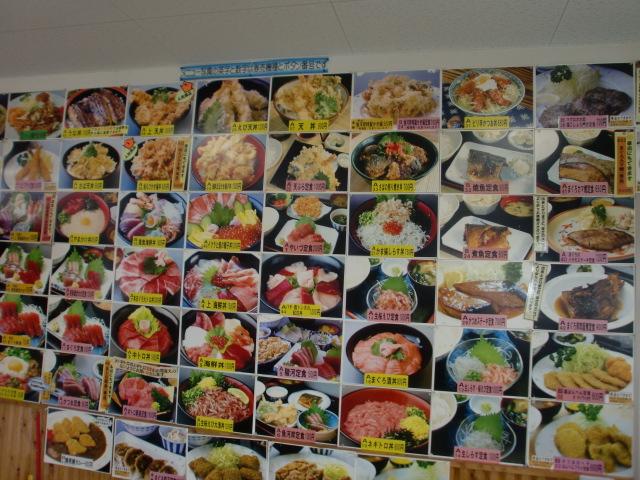 「さぁ!何食べる?」焼津、小川港魚河岸食堂にて。