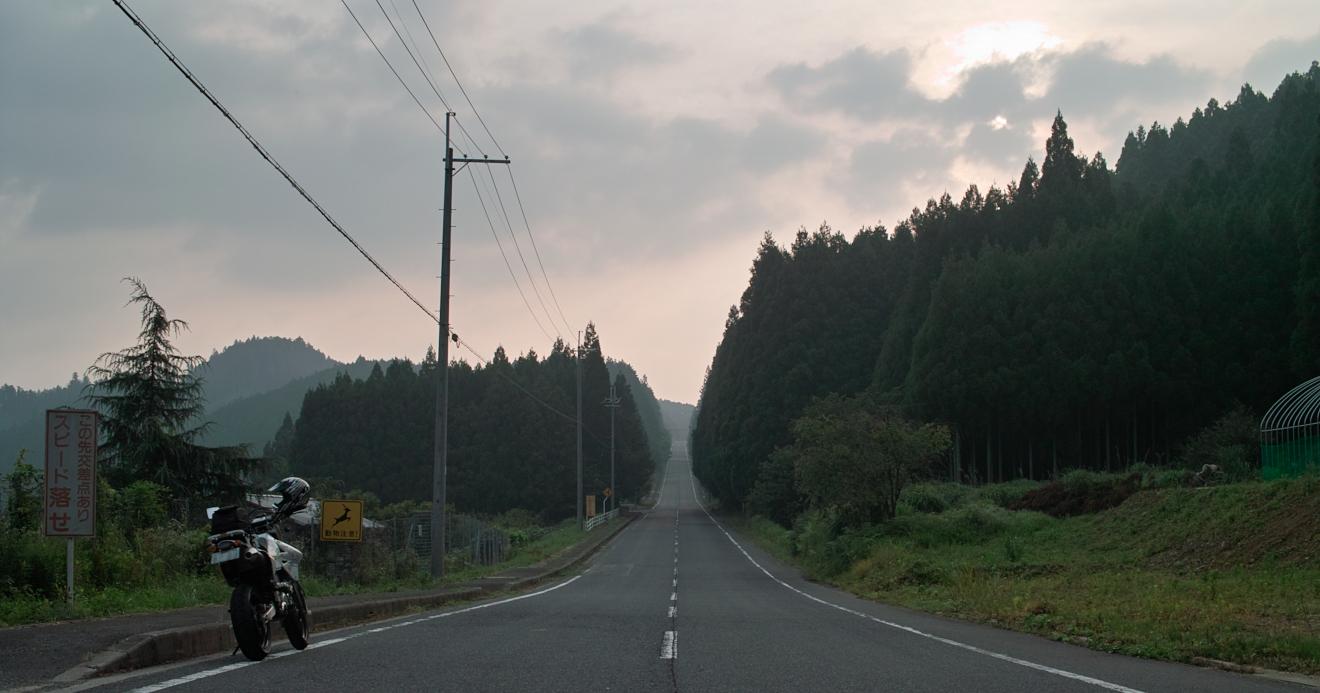 伊勢本街道の長い直線