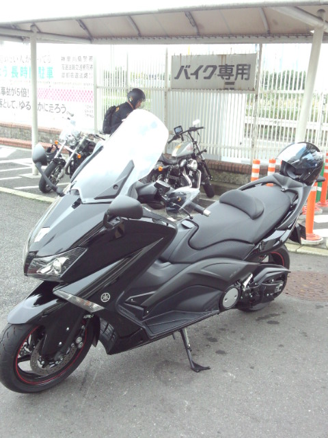 横浜大黒にてバイクを休ませます