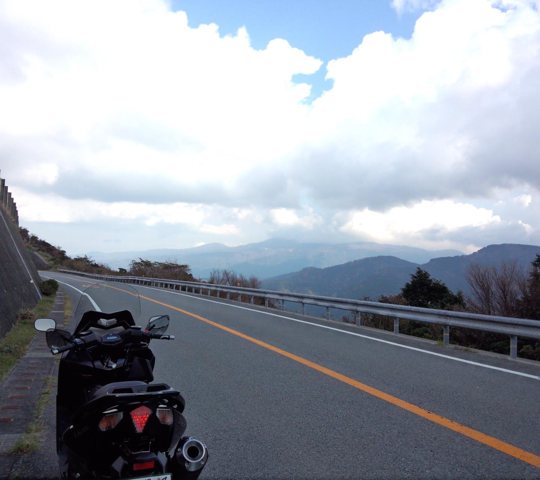 県道411号は高速ワインディングが楽しめます。 景色も最高!