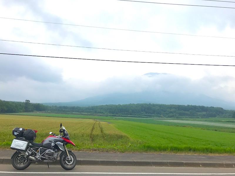 羊蹄山が見える道