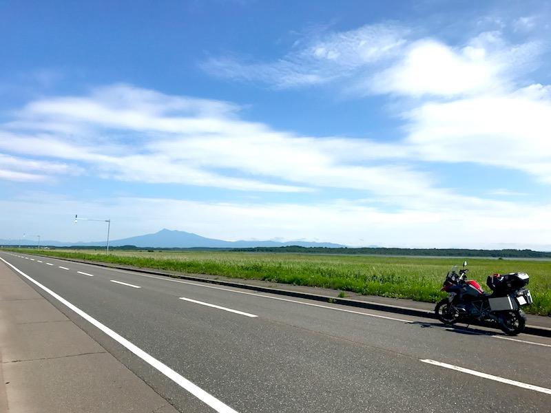 斜里岳が見える道