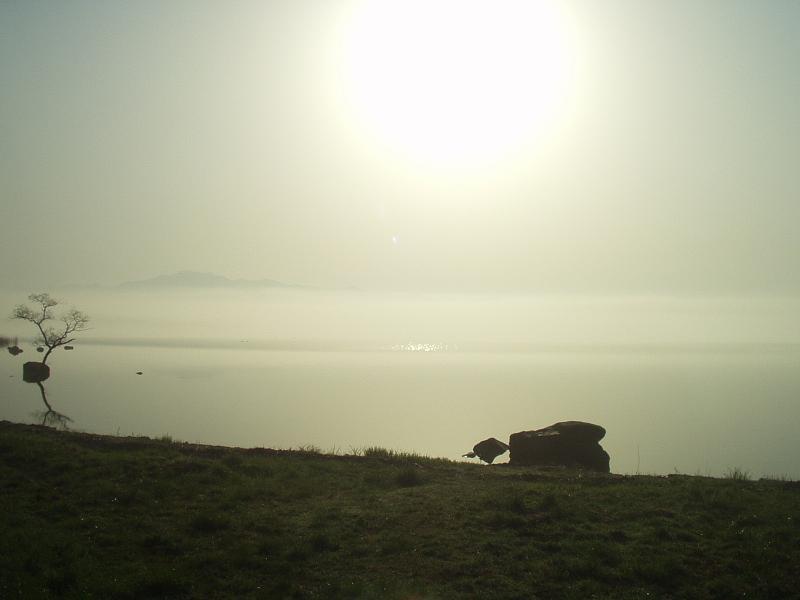猪苗代湖に昇る朝日